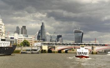 Skyline de Londres desde el Thames.