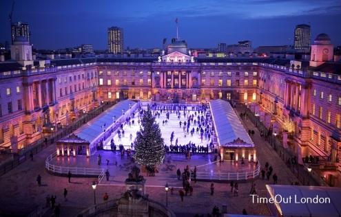 En invierno, uno de los eventos principales es la pista sobre hielo de Somerset House